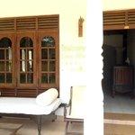 Entrada al lobby y a las habitaciones interiores