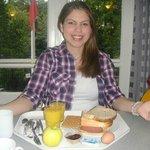 Café da manhã no hostel (não reparem minha cara de sono kkkk)