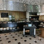Bamboo Cafe - Serves daily buffet breakfast