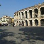 Arena di Verona vista dalla bellissima Piazza Bra!