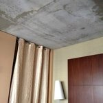 Bare concrete ceiling in room - not to our taste!