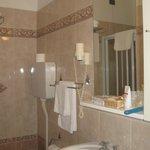 Ванная (в одном номере был душ, в другом ванная)