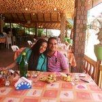 Comendo cabañitas no restaurante lago do Edem (Angustura)