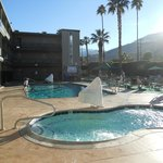 la piscine et le jacuzzi