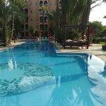 O hotel tem várias piscinas lindíssimas