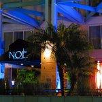 Noe restaurant at night.