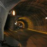 Subir túnel de la izquierda para llegar a calle Carcamanes