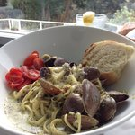 Clams linguini with pesto