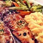 Carite con vegetales y pure de papas
