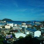 Pemandangan kota dan teluk dari Lt 10 Aston Jayapura