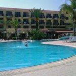 Бассей и отель
