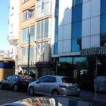 Photo de Grand Hilarium Hotel