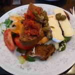Open sandwich, (cheese, capers, sundried tomato)