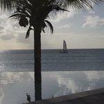 piscina con vista spiaggia