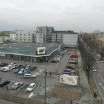 Супермаркет (вид из окна)