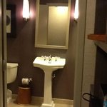 bathrom in room 1817