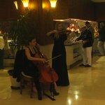Живая музыка в ресторане 8 марта