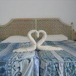 Chambre avec pliage de serviettes ou pyjama