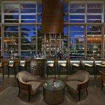 Photo de MO Bar + Lounge