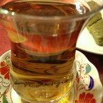 Thé à la pomme et dessert à la pistache offerts par la maison, un régal !