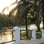 vue sur la rivière kwai depuis la piscine
