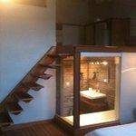 Habitación en tres alturas dormitorio,baño y saloncito