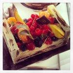 Torta a forma di cesto di frutta