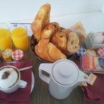 Petit-déjeuner servi en chambre