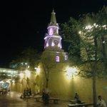 La Torre del Reloj frente al Hotel