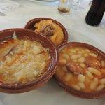 Sopa castelhana, judías del barco e patatas revolconas