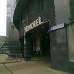 Отель посреди стройки