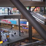 L'interno della stazione su piu' livelli