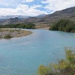 Rio que corta a propriedade. A paisagem do entorno é linda!