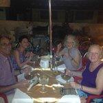 lucile,cathy,cathyy richard cenando un pescado tikinxic