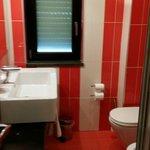 Il bagno moderno del resort