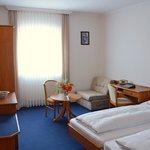 Helle freundliche Hotelzimmer mit Internet-Smart-TV