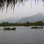 bateaux de peche au petit matin