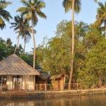Ansicht des Resorts von den Backwaters aus