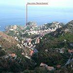 Вид на отель с горы Кастельмола