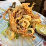 Il fritto calamari e gamberi