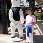 Poseren met een Ijsbeer voor de Icebar .