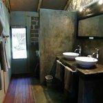 Open bathroom style