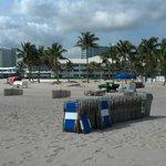 Large beach, chair rentals