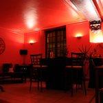 Salle à l'avant : bar & restauration