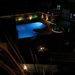 La piscine de nuit (vue 2)