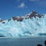 Glaciar Spegazzini y témpanos azulados