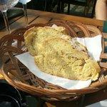Pan de maíz acabado de hornear