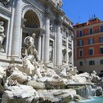 Fontana di Trevi seen from the left