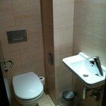 piccolo bagno con wc