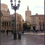 "Vista ocidental: 'Plaza de la Virgen"": Porta dos Apóstolos"